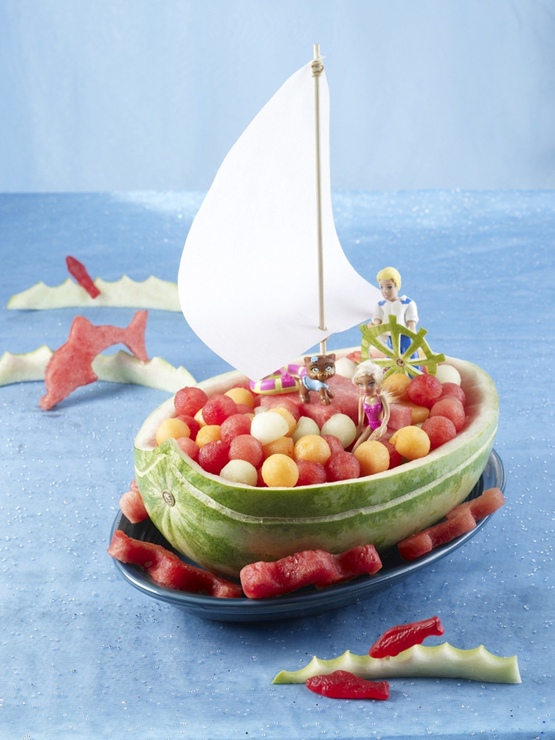 Watermelon Sailboat - Fruit Carving NetworkFruit Carving Network